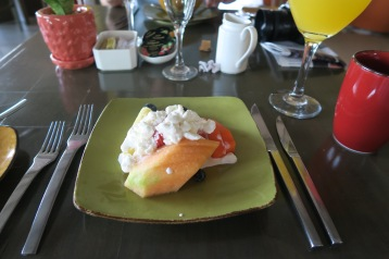 Santa Fe. Fruit platter with cottage cheese.